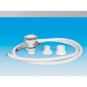 Demand-Ventil mit Adapter und weißen Druckschlauch